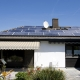 Gesamtansicht der Anlage mit 20 polykristallinen alfasolar Hochleistungs-Solarstrommodulen
